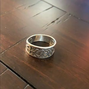 Janes Avery ring